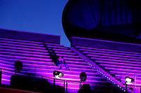 Spettatori attendono l'arrivo degli ospiti del Festival Internazionale del Film all'Auditorium Parco della Musica, Roma, 22 ottobre 2014.<br /> Spectators wait for the arrival of celebrities on the red carpet of the international Rome Film Festival, at Rome's Auditorium, 22 October 2014.<br /> UPDATE IMAGES PRESS/Riccardo De Luca