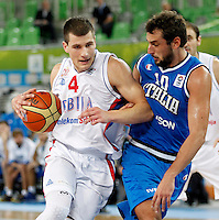 "Serbia`s Nemanja Nedovic (L) and Marco Belinelli of Italy (R) in action during European basketball championship ""Eurobasket 2013""  basketball game for 7th place between Serbia and Italy in Stozice Arena in Ljubljana, Slovenia, on September 21. 2013. (credit: Pedja Milosavljevic  / thepedja@gmail.com / +381641260959)"
