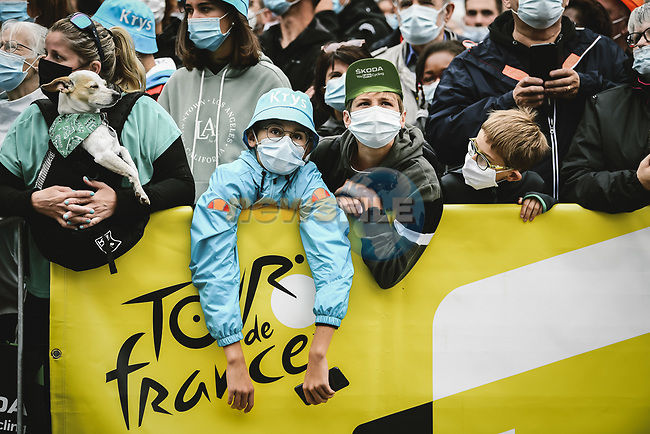 Young fans at sign on before Stage 17 of the 2021 Tour de France, running 178.4km from Muret to Saint-Lary-Soulan Col du Portet, France. 14th July 2021.  <br /> Picture: A.S.O./Pauline Ballet   Cyclefile<br /> <br /> All photos usage must carry mandatory copyright credit (© Cyclefile   A.S.O./Pauline Ballet)