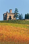Italien, Piemont, Langhe, Grinzane Cavour: Castello Cavour | Italy, Piedmont, Langhe, Grinzane Cavour: Castello Cavour
