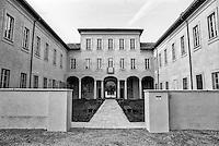 Milano, quartiere Quarto Oggiaro - Vialba, periferia nord. Villa Scheibler (appena ristrutturata) --- Milan, Quarto Oggiaro - Vialba district, north periphery. Villa Scheibler (just restored)