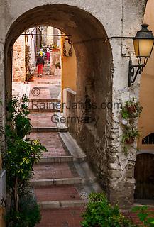 Frankreich, Provence-Alpes-Côte d'Azur, Menton: Altstadtgasse - Aufgang zum Cimetière du Vieux Château   France, Provence-Alpes-Côte d'Azur, Menton: old town lane - ascend to Cimetière du Vieux Château