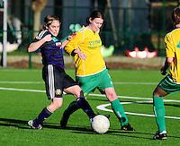 Dames Zulte-Waregem - RSC Anderlecht Dames : Anne Puttemans in duel met Jolien Badie (rechts).foto VDB / BART VANDENBROUCKE.