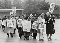1980 FILE PHOTO - ARCHIVES -<br /> <br /> Toronto Public Librairies workers on strike,<br /> Bezant, Graham<br /> Picture, 1980<br /> <br /> 1980<br /> <br /> PHOTO : Graham Bezant - Toronto Star Archives - AQP
