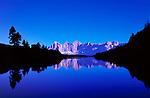 AUT, Oesterreich, Steiermark, Reiteralm Hoehenweg: Mittlerer Gasselsee, auch Spiegelsee genannt, mit Dachstein Gruppe   AUT, Austria, Styria, Reiteralm Panorama Trail: Middle Gassel Lake, also called Mirror Lake, Dachstein mountains