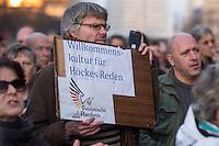 """AfD protestiert in Berlin gegen die Fluechtlingspolitik der Bundesregierung.<br /> Am Samstag den 31. Oktober 2015 versammelten sich ca. 250 Anhaenger der Rechts-Partei Alternative fuer Deutschland (AfD) zu einer Kundgebung gegen die Fluechtlings- und Asylpolitik der Bundesregierung. Dabei wurde die Bundeskanzlerin Angela Merkel mehrfach scharf angegriffen. Die Berichterstattung ueber Fluechtlinge in den Medien wurde mit lautstarken Rufen """"Luegenpresse"""" beschimpft.<br /> Der brandenburgische Landesvorsitzende Gauland forderte eine Fluechtlingspolitik wie in Japan, wo angeblich nur 20 Fluechtlinge pro Jahr aufgenommen werden.<br /> Etwa 350 Menschen protestierten gegen die Veranstaltung der Rechten und blockierten kurzzeitig deren Marschroute. Die Polizei ordnete daraufhin eine verkuerzte Route an und raeumte dafuer der AfD den Weg frei.<br /> Im Bild: Ein Veranstaltungsteilnehmer haelt ein Schild """"Willkommenskultur fuer Hoeckes Reden"""" (gemeint ist der Landesvositzende von Thuringen, Bjoern Hoecke) der sog. """"Patriotischen Plattform"""", einem Zusammenschluss von AfD-Mitgliedern.<br /> 31.10.2015, Berlin<br /> Copyright: Christian-Ditsch.de<br /> [Inhaltsveraendernde Manipulation des Fotos nur nach ausdruecklicher Genehmigung des Fotografen. Vereinbarungen ueber Abtretung von Persoenlichkeitsrechten/Model Release der abgebildeten Person/Personen liegen nicht vor. NO MODEL RELEASE! Nur fuer Redaktionelle Zwecke. Don't publish without copyright Christian-Ditsch.de, Veroeffentlichung nur mit Fotografennennung, sowie gegen Honorar, MwSt. und Beleg. Konto: I N G - D i B a, IBAN DE58500105175400192269, BIC INGDDEFFXXX, Kontakt: post@christian-ditsch.de<br /> Bei der Bearbeitung der Dateiinformationen darf die Urheberkennzeichnung in den EXIF- und  IPTC-Daten nicht entfernt werden, diese sind in digitalen Medien nach §95c UrhG rechtlich geschuetzt. Der Urhebervermerk wird gemaess §13 UrhG verlangt.]"""