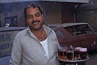 Afrique/Egypte/Le Caire: Portrait d'un marchand de thé ambulant