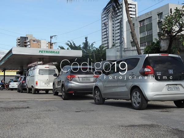 Recife (PE), 09/09/2021 - Greve-Recife - Posto de combustível no centro Recife e cresce a procura pelos motoristas assustados com a greve e a risco de falta de abastecimento.