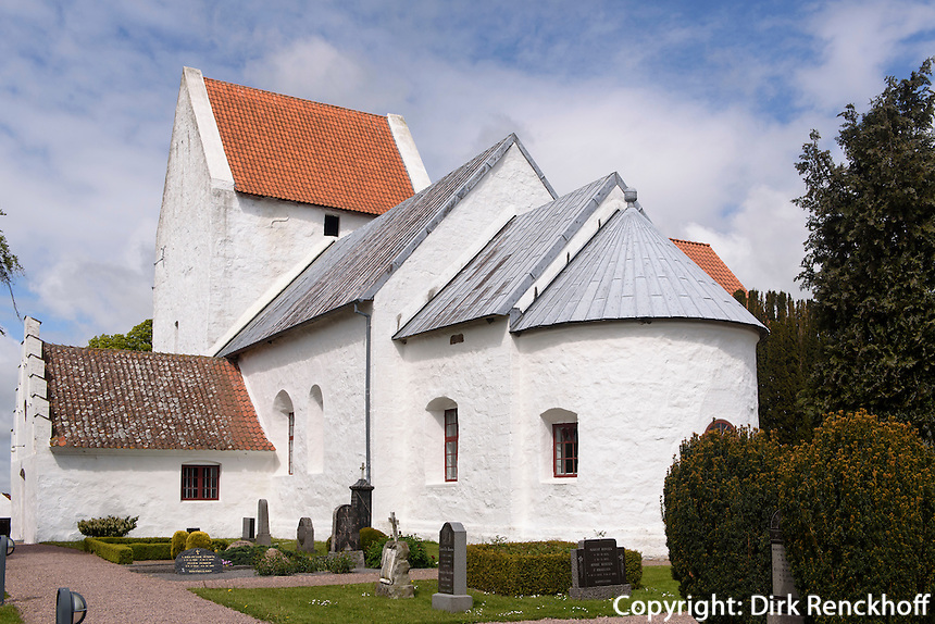 Romanische Ibs Kirke (11./12. Jh.) in Ibsker auf der Insel Bornholm, Dänemark, Europa<br /> Romanesque Ibs Kirke (11./12.c.) in Ibsker, Isle of Bornholm Denmark