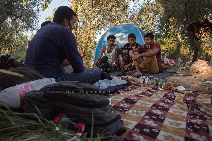 accampamento di migranti a Subotiza, nei pressi della vecchia fabbrica  camp for migrants in Subotiza , near the old factory  migrantidavanti a una tenda