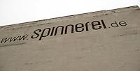 Spinnerei - alte Baumwollspinnerei in Plagwitz / Leipzigs Kunstzentrum / Künstler haben hier ihre Ateliers und zahlreiche Galerien sind in den betagten Gebäuden angesiedelt - im Bild: Ansicht bei Regenwetter - Schriftzug am Gebäude.  Foto: aif / Norman Rembarz..Jegliche kommerzielle wie redaktionelle Nutzung ist honorar- und mehrwertsteuerpflichtig! Persönlichkeitsrechte sind zu wahren. Es wird keine Haftung übernommen bei Verletzung von Rechten Dritter. Autoren-Nennung gem. §13 UrhGes. wird verlangt. Weitergabe an Dritte nur nach  vorheriger Absprache. Online-Nutzung ist separat kostenpflichtig..