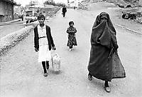 - Turchia, Erzurum (Kurdistan Turco), donne islamiche (1987)....- Turkey, Erzurum (Turkish Kurdistan), Muslim women (1987)
