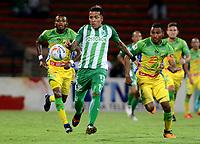 MEDELLÍN - COLOMBIA - 28 - 03 - 2018: Dayro Moreno (Der.) jugador de Atlético Nacional disputa el balón con Carlos Ramirez (Izq.), jugador de Atletico Huila, durante partido de la fecha 11 entre Atletico Nacional y Atletico Huila, por la Liga Águila I 2018, jugado en el estadio Atanasio Girardot de la ciudad de Medellín. / Dayro Moreno (R) player of Atletico Nacional vies for the ball with Carlos Ramirez (L), player of Atletico Huila, during a match of the 11th date between Atletico Nacional and Atletico Huila for the Aguila League I 2018, played at Atanasio Girardot stadium in Medellin city. Photo: VizzorImage / León Monsalve / Cont.
