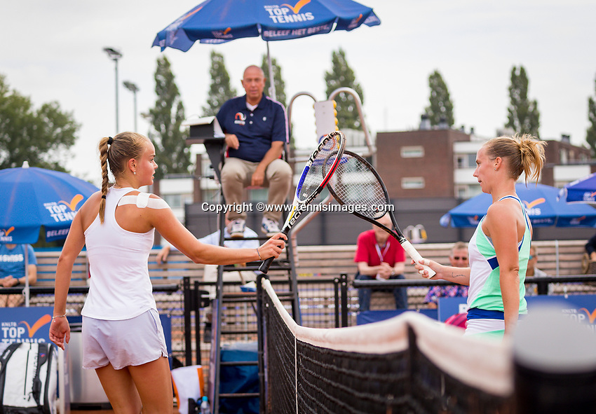 Amstelveen, Netherlands, 1 August 2020, NTC, National Tennis Center, National Tennis Championships,  Womans Final : Richel Hogenkamp (NED) winner (R) and runner up Bente Spee (NED) doing the handshake in Corona style<br /> Photo: Henk Koster/tennisimages.com