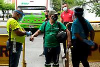 TULUA-COLOMBIA, 20-09-2020: Protocolos de bioseguridad previo al partido entre Boca Juniors de Cali y Tigres por la fecha 8 de la Liga BetPlay DIMAYOR I 2020 jugado en el estadio Doce de Octubre de la ciudad de Tulua. / Biosafety protocols prior a match between Boca Juniors de Cali and Tigres,  for the 8th date as part of BetPlay DIMAYOR League I 2020 played at the Doce de Octubre de stadium in Tulua city. / Photo: VizzorImage / Juan Jose Horta / Cont.