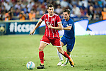 Bayern Munich Forward Robert Lewandowski (L) fights for the ball with Chelsea Defender Cesar Azpilicueta (R) during the International Champions Cup match between Chelsea FC and FC Bayern Munich at National Stadium on July 25, 2017 in Singapore. Photo by Weixiang Lim / Power Sport Images