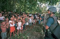 Policia Militar do Pará assiste manifestação de sem terrinhas ao retirarem  Sem Terras que invadiram a Fazenda Chão de Estrelas, do senador Jader Barbalho. Aurora do Pará, Pará Brasil . foto Paulo Santos / Interfoto.