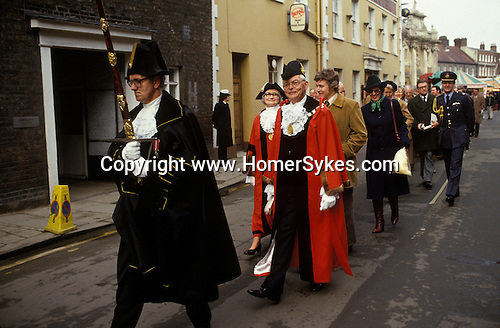 King Lynn annual February 14th fair. The town Mayor with Beadle leads town hall dignitaries back to the council chambers. 1982, 1980S UK
