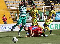 BOGOTÁ - COLOMBIA, 26-01-2019:Matias Mier (Izq.) jugador de La Equidad  disputa el balón con Aldair Quintana (Der.) jugador del  Atlético Huila durante partido por la fecha 1 de la Liga Águila I 2019 jugado en el estadio Metropolitano de Techo de la ciudad de Bogotá. /Matias Mier  (L) player of La Equidad fights the ball  against of Aldair Quintana (R) player of Atletico  Huila during the match for the date 1 of the Liga Aguila I 2019 played at the Metroplitano de Techo  stadium in Bogota city. Photo: VizzorImage / Felipe Caicedo / Staff.