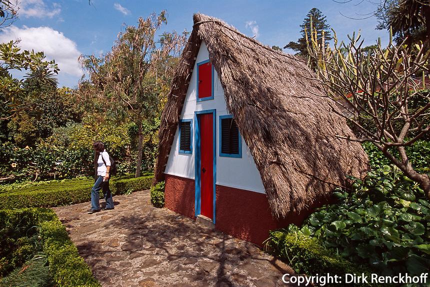 Casa de Colmo (Strohdachhaus) im Jardim Botanico (botanischer Garten) bei Funchal, Madeira, Portugal