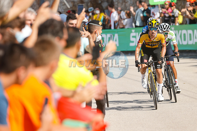 Primoz Roglic (SLO) Jumbo-Visma and White Jersey Egan Bernal (COL) Ineos Grenadiers attack on the final climb during Stage 6 of La Vuelta d'Espana 2021, running 158.3km from Requena to Alto de la Montaña Cullera, Spain. 19th August 2021.    <br /> Picture: Luis Angel Gomez/Photogomezsport | Cyclefile<br /> <br /> All photos usage must carry mandatory copyright credit (© Cyclefile | Luis Angel Gomez/Photogomezsport)