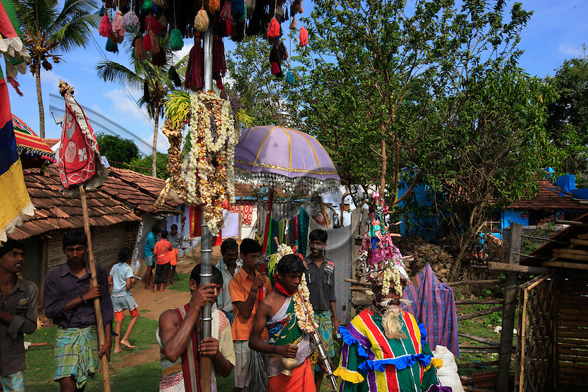 In the streets of Hasanur, one sacred ceremony follows the other, reminding us that everyday life in India is intricately tied to the sacred. Nowadays the cult of easy money conveyed by television is replacing holly traditions. Will India's spirituality be sacrificed in favour of development?
