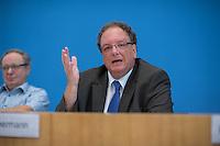 """Pressekonferenz zu den Grossdemonstrationen """"CETA und TTIP stoppen!"""" am 17. September in sieben Staedten.<br /> Am Dienstag den 23. August 2016 stellten der Vorsitzender der Gewerkschaft ver.di, die Praesidentin von Brot fuer die Welt, der Geschaeftsfuehrer des Deutschen Kulturrates, der Bundesvorsitzender der NaturFreunde Deutschlands, der Hauptgeschaeftsfuehrer des Paritaetischen Wohlfahrtsverbandes und der Geschaeftsfuehrer von Campact die Ziele der geplanten Grossdemonstrationen """"CETA und TTIP stoppen!"""" im Haus der Bundespressekonferenz vor.<br /> Nach Meinung der Veranstalter der Demonstrationen sind CETA und TTIP nicht dem Gemeinwohl in der EU, den USA und Kanada verpflichtet, sondern den Interessen von Konzernen und Investoren. Dagegen sollen mehrere hunderttausend Menschen am 17. September in sieben Staedten auf die Strasse gehen.<br /> Zu den Demonstrationen rufen auf: Wohlfahrts-, Sozial- und Umweltverbaende, Gewerkschaften, Organisationen fuer Demokratie-, Kultur- und Entwicklungspolitik, fuer Verbraucher- und Mieterschutz und nachhaltige Landwirtschaft, aus Kirchen sowie kleinen und mittleren Unternehmen. Dem Traegerkreis gehoeren 30 Organisationen auf Bundesebene an, unterstuetzt von regional aktiven Initiativen und Buendnissen sowie von Parteien.<br /> Im Bild: Olaf Zimmermann, Geschaeftsfuehrer des Deutschen Kulturrates.<br /> 23.8.2016, Berlin<br /> Copyright: Christian-Ditsch.de<br /> [Inhaltsveraendernde Manipulation des Fotos nur nach ausdruecklicher Genehmigung des Fotografen. Vereinbarungen ueber Abtretung von Persoenlichkeitsrechten/Model Release der abgebildeten Person/Personen liegen nicht vor. NO MODEL RELEASE! Nur fuer Redaktionelle Zwecke. Don't publish without copyright Christian-Ditsch.de, Veroeffentlichung nur mit Fotografennennung, sowie gegen Honorar, MwSt. und Beleg. Konto: I N G - D i B a, IBAN DE58500105175400192269, BIC INGDDEFFXXX, Kontakt: post@christian-ditsch.de<br /> Bei der Bearbeitung der Dateiinformationen darf die Urheber"""