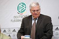 DFB-Praesident Dr. Theo Zwanziger holt sich Kaffee<br /> DFB Pressekonferenz, DFB-Zentrale Frankfurt<br /> *** Local Caption *** Foto ist honorarpflichtig! zzgl. gesetzl. MwSt. Es gelten ausschließlich unsere unter <br /> <br /> Auf Anfrage in hoeherer Qualitaet/Aufloesung. Belegexemplar an: Marc Schueler, Am Ziegelfalltor 4, 64625 Bensheim, Tel. +49 (0) 6251 86 96 134, www.gameday-mediaservices.de. Email: marc.schueler@gameday-mediaservices.de, Bankverbindung: Volksbank Bergstrasse, Kto.: 151297, BLZ: 50960101<br /> <br /> Adler Mannheim vs. Hamburg Freezers, SAP Arena<br /> *** Local Caption *** Foto ist honorarpflichtig! zzgl. gesetzl. MwSt. Es gelten ausschließlich unsere unter <br /> <br /> Auf Anfrage in hoeherer Qualitaet/Aufloesung. Belegexemplar an: Marc Schueler, Am Ziegelfalltor 4, 64625 Bensheim, Tel. +49 (0) 6251 86 96 134, www.gameday-mediaservices.de. Email: marc.schueler@gameday-mediaservices.de, Bankverbindung: Volksbank Bergstrasse, Kto.: 151297, BLZ: 50960101