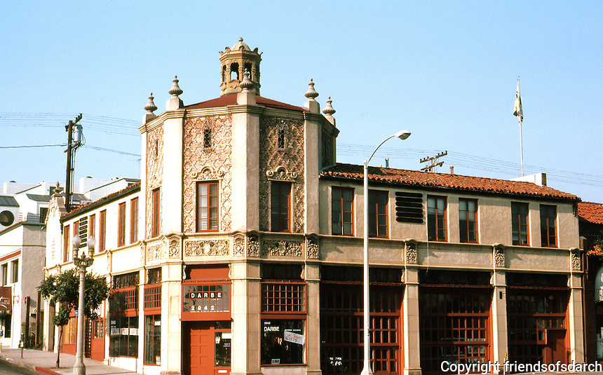 Santa Monica CA: Parkhurst Building, 1927. NW Corner of Main & Pier. Spanish style. Evidently once an auto showroom. Photo '82.