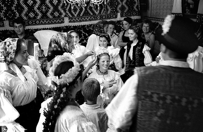 ROMANIA, Maramures, Ieud, July 2002..Traditional wedding in the Maramures..ROUMANIE, Maramures, Ieud, Juillet 2002..Maraige traditionnel dans le Maramures..© Bruno Cogez