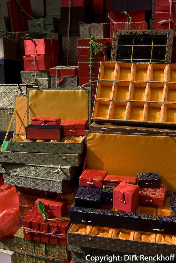 China, Peking (Beijing), auf dem Panjiayuan -Markt, Panjiayuan Lu/Dongsanhuan Nanlu, Schachtel