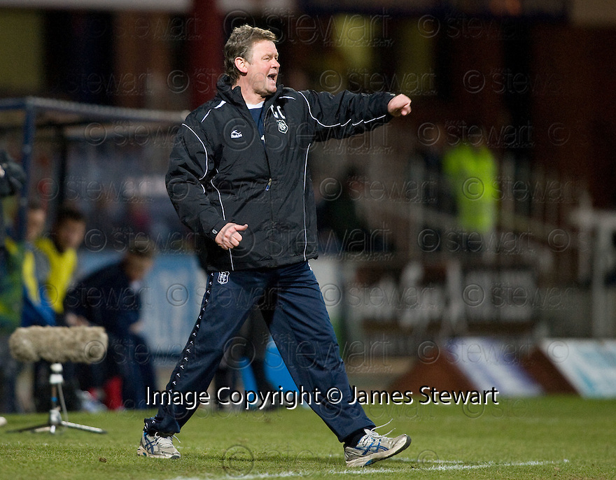 23/03/2010 Copyright  Pic : James Stewart.sct_jspa01_dundee_v_qots  .::  DUNDEE NEW BOSS GORDON CHISHOLM  ::  .James Stewart Photography 19 Carronlea Drive, Falkirk. FK2 8DN      Vat Reg No. 607 6932 25.Telephone      : +44 (0)1324 570291 .Mobile              : +44 (0)7721 416997.E-mail  :  jim@jspa.co.uk.If you require further information then contact Jim Stewart on any of the numbers above.........