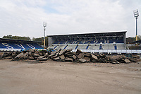 Abgerissene Haupttribüne im Stadion am Böllenfalltor<br /> <br /> - 08.11.2020: Fussball 2. Bundesliga, Saison 20/21, Spieltag 7, SV Darmstadt 98 - SC Paderborn 07, emonline, emspor, <br /> <br /> Foto: Marc Schueler/Sportpics.de<br /> Nur für journalistische Zwecke. Only for editorial use. (DFL/DFB REGULATIONS PROHIBIT ANY USE OF PHOTOGRAPHS as IMAGE SEQUENCES and/or QUASI-VIDEO)