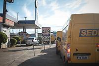 CAMPINAS, SP, 24.05.2018: COMBUSTIVEL-SP - Carros do Correios fazem fila para abastecimento em posto de combustivel no jardim do Lago em Campinas, interior de São Paulo, na manhã desta quinta-feira (24). (Foto: Luciano Claudino/Código19)