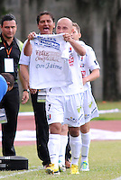 ITAGÜI - COLOMBIA -20-04-2014: Edwards Jimenez, jugador de Once Caldas celebra el gol anotado a Itagüi durante  partido Itagüi y Once Caldas por la fecha 18 de la Liga Postobon I 2014 en el estadio Ditaires de la ciudad de Itagüi. / Edwards Jimenez, player of Once Caldas celebrates a scored goal to Itagüi during a match Itagüi and Once Caldas for the date 18th of the Liga Postobon I 2014 at the Ditaires stadium in Itagüi city. Photo: VizzorImage / Luis Rios / Str.