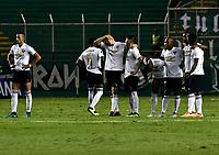 PALMIRA - COLOMBIA, 19-09-2018: Los jugadores de Liga Deportiva Universitaria de Quito, observan los cobros desde el tiro penal, durante partido entre Deportivo Cali (COL) y Liga Deportiva Universitaria de Quito (ECU), de los octavos de final, llave H, por la Copa Conmebol Sudamericana 2018, jugado en el estadio Deportivo Cali (Palmaseca) en la ciudad de Palmira. / The players of Liga Deportiva Universitaria de Quito, observe the shots from the penalty kick,, during a match between Deportivo Cali (COL) and Liga Deportiva Universitaria de Quito (ECU), of eighth finals, key H, for the Copa Conmebol Sudamericana 2018, at the Deportivo Cali (Palmaseca) stadium in Palmira city. Photo: VizzorImage  / Luis Ramirez / Staff.
