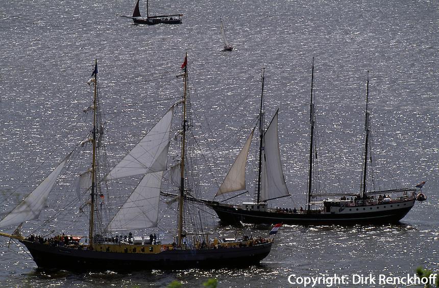 Deutschland, Hamburg, Auslaufparadae beim Hafengeburtstag