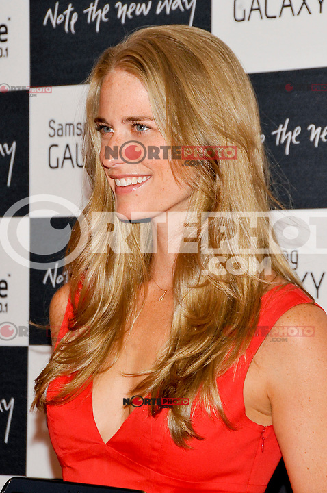 NEW YORK - AUGUST 15: Model Julie Henderson attends Samsung Galaxy Note 10.1 Launch Event at Jazz at Lincoln Center on August 15, 2012 in New York City. (Photo by MPI81/MediaPunchInc) /NortePhoto.com<br /> <br /> **CREDITO*OBLIGATORIO** *No*Venta*A*Terceros*<br /> *No*Sale*So*third* ***No*Se*Permite*Hacer*Archivo***No*Sale*So*third*