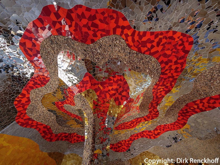 Grotte von Niki de Saint Phalle, Großer Garten der barocken Herrenhäuser Gärten, Hannover, Niedersachsen, Deutschland, Europa<br /> Grotto by  Niki de Saint Phalle, Great Garden of baroque Herrenhausen Gardens, Hanover, Lower Saxony, Germany, Europe