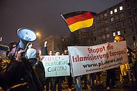 """Etwa 200 Anhaenger des Berliner Ablegers rechten Pegida-Bewegung, Baergida, versammelten sich am Montag den 5. Januar 2015 in Berlin zu einer Demonstration gegen eine angebliche Islamisierung Deutschlands und dagegen, dass """"in 30 Jahren in Deutschland die Sharia herrscht"""", so der Organisator Karl Schmitt.Bis zu 5.000 Menschen protestierten gegen den rechten Ausmarsch und blockierten bei Regen die Marschroute mehrere Stunden. Die Polizei schaffte es nicht mit koerperlicher Gewalt die Blockade zu beenden, so dass die Rechten nach drei Stunden nach Hause gehen mussten. Die Baergida-Anhaenger, """"Berlin gegen die Islamisierung des Abendlandes"""", feierten dies aber dennoch als Sieg. Waren zur ersten Baergida-Aktion eine Woche zuvor nur 5 Menschen gekommen.<br /> Unter den Anhaengern von Baergida waren viele bekannte militante Neonazis und Hooligans sowie Mitglieder der Rechtsparteien AfD und Pro Deutschland und der rechtsradikalen German Defense League. Immer wieder wurde skandiert """"Luegenpresse, auf die Fresse"""" und dass die Journalisten nach Israel verschwinden sollen.<br /> Im Bild: Rechte skandieren Parolen """"Wir kommen wieder! und Wir sind das Volk!""""<br /> 5.1.2015, Berlin<br /> Copyright: Christian-Ditsch.de<br /> [Inhaltsveraendernde Manipulation des Fotos nur nach ausdruecklicher Genehmigung des Fotografen. Vereinbarungen ueber Abtretung von Persoenlichkeitsrechten/Model Release der abgebildeten Person/Personen liegen nicht vor. NO MODEL RELEASE! Nur fuer Redaktionelle Zwecke. Don't publish without copyright Christian-Ditsch.de, Veroeffentlichung nur mit Fotografennennung, sowie gegen Honorar, MwSt. und Beleg. Konto: I N G - D i B a, IBAN DE58500105175400192269, BIC INGDDEFFXXX, Kontakt: post@christian-ditsch.de<br /> Bei der Bearbeitung der Dateiinformationen darf die Urheberkennzeichnung in den EXIF- und  IPTC-Daten nicht entfernt werden, diese sind in digitalen Medien nach §95c UrhG rechtlich geschuetzt. Der Urhebervermerk wird gemaess §13 UrhG verlangt.]"""