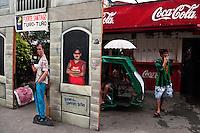 Philippines, Manila, 2 march, 2008..Street scene in Intramuros the oldest district of the city of Manila...Straatbeeld in Intramuros, het oudste district van Manila, de hoofdstad van de Filippijnen...Photo Kees Metselaar