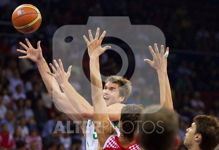02.09.2010, Abdi Ipekci Arena, Istanbul, TUR, 2010 FIBA World Championship, Brasil vs Croatia, im Bild Tiago Splitter of Brasil during  the Preliminary Round - Group B basketball match between National teams of Brasil and Croatia. EXPA Pictures © 2010, PhotoCredit: EXPA/ Sportida/ Vid Ponikvar *** ATTENTION *** SLOVENIA OUT!