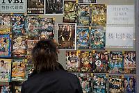 milano,  quartiere sarpi - chinatown. un negozio cinese di film --- milan, sarpi district - chinatown. a chinese films shop