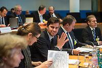 2. NSU-Untersuchungsausschuss dees Deutschen Bundestag.<br /> Aufgrund vieler Ungeklaertheiten und Fragen sowie vielen neuen Erkenntnissen ueber moegliche Verstrickungen verschiedener Geheimdienste in das Terror-Netzwerk Nationalsozialistischen Untergrund (NSU) wurde von den Abgeordneten des Bundestgas ein zweiter Untersuchungsausschuss eingesetzt.<br /> Am Donnerstag den 17. Dezember fand die 1. oeffentliche Sitzung des 2. NSU-Untersuchungsausschuss des Deutschen Bundestag statt.<br /> Im Bild vlnr.: Die Sachverstaendigen Prof. Barbara John, Vorsitzende des Paritaetischen Wohlfahrtsverbandes und fruehere Berliner Auslaenderbeauftragte, die Politologin und Journalistin Andrea Roepke, der Journalist und Autor Dirk Laabs, Ministerialdirigent Frank Niehoerster, Abteilungsleiter Polizei im Innenministerium von Mecklenburg-Vorpommern und NRW-Verfassungsschutzchef Burkhard Freier.<br /> 17.12.2015, Berlin<br /> Copyright: Christian-Ditsch.de<br /> [Inhaltsveraendernde Manipulation des Fotos nur nach ausdruecklicher Genehmigung des Fotografen. Vereinbarungen ueber Abtretung von Persoenlichkeitsrechten/Model Release der abgebildeten Person/Personen liegen nicht vor. NO MODEL RELEASE! Nur fuer Redaktionelle Zwecke. Don't publish without copyright Christian-Ditsch.de, Veroeffentlichung nur mit Fotografennennung, sowie gegen Honorar, MwSt. und Beleg. Konto: I N G - D i B a, IBAN DE58500105175400192269, BIC INGDDEFFXXX, Kontakt: post@christian-ditsch.de<br /> Bei der Bearbeitung der Dateiinformationen darf die Urheberkennzeichnung in den EXIF- und  IPTC-Daten nicht entfernt werden, diese sind in digitalen Medien nach §95c UrhG rechtlich geschuetzt. Der Urhebervermerk wird gemaess §13 UrhG verlangt.]