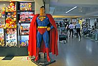 Loja de brinquedos no Aeroporto de Cumbica. São Paulo. 2008. Foto de Juca Martins.