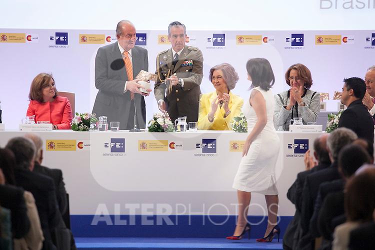 "Spain Vicepresident Soraya Saenz de Santamaria, King Juan Carlos of Spain and Queen Sofia of Spain attend the ""REY DE ESPAÑA"" International Journalism Awards and ¨DON QUIJOTE"" Journalism Award in Madrid, Spain. May 27, 2014. (ALTERPHOTOS/Victor Blanco)"
