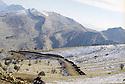 Irak 2000.La route traversant la montagne Matin dans le Badinan en cours de construction.Iraq 2000.Matin mountain in Badinan