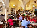 Spanien, Andalusien, Sevilla: Bar Giralda (Calle Mateos Gago 1), in einem maurischen Badehaus | Spain, Andalusia, Seville: Bar Giralda (Calle Mateos Gago 1), set in Moorish bathouse