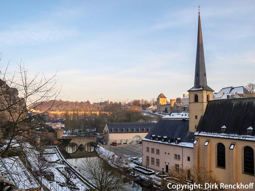 Alzette und Abtei Neumünster in Grund, Luxemburg-City, Luxemburg, Europa, UNESCO-Weltkulturerbe<br /> Alzette and Abbey Neumünster in Grund, Luxembourg City, Europe, UNESCO Heritage
