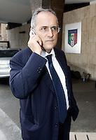Il presidente della Lazio Claudio Lotito a termine dell'incontro presso la sede della Figc a Roma, 21 settembre 2010, in cui si e' decisa la sospensione fino al 30 novembre prossimo dello sciopero dell'Aic, Associazione Italiana Calciatori, previsto per il prossimo fine settimana..UPDATE IMAGES PRESS/Riccardo De Luca